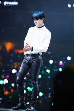 Bless the stylists that put Sehun in tight leather pants!!!