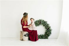 I like the simplicity of this one for a card :) Holiday Mini Session, Christmas Mini Sessions, Christmas Minis, Christmas Decor, Family Christmas Pictures, Christmas Photos, Family Pictures, Shooting Studio, Christmas Portraits