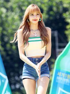Hot Photo's of Lisa Blackpink Beauty Tips For Girls, Wet T Shirt, Blackpink Lisa, Kim Jennie, Bts Photo, Hottest Photos, Chanyeol, Bikinis, Cute Girls