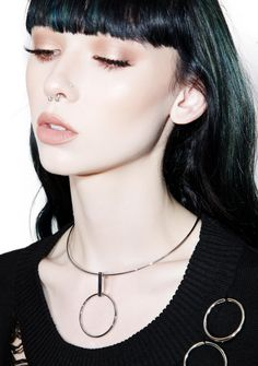 Vanguard O-Ring Choker stay ahead of the rest of em, bb. This dope af choker gives yew those modern vibez with its silver metal construction and O pendant in the center.
