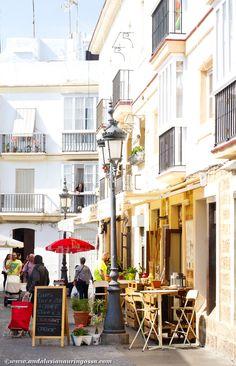 Cadiz is a city of light, colour, watchtowers...and joy <3  #travelblog #travelphotography #visitSpain #visitAndalusia #Cadiz #Andalusia #exploretheworld #wanderlust