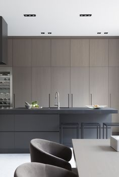 Today we will show you the 5 kitchen trends 2018 that will be IN because the new year also means new kitchen design. Interior Desing, Interior Design Kitchen, Modern Interior, Home Decor Kitchen, New Kitchen, Home Kitchens, Kitchen Ideas, Kitchen Lamps, Kitchen Wood