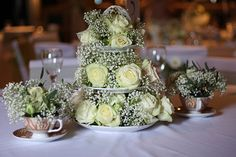 Vintage Wedding Flowers | Flowers on Cake Stand - http://herbigday.net/vintage-wedding-flowers-flowers-on-cake-stand/