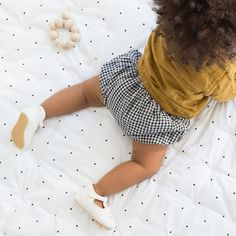 • Couverture Liewood • Hochet perles de bois Loullou • Bloomer vichy Poudre Organic • Blouse esprit Tee-shirt Poudre Organic • Chaussures Easy Peasy • Newborn Outfits, Baby Love, T Shirt, Childhood, Tulle, Children, Easy, Skirts, Bloomer