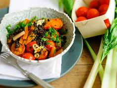 Linsen mit Mangoldcurry ist ein Rezept mit frischen Zutaten aus der Kategorie Blattgemüse. Probieren Sie dieses und weitere Rezepte von EAT SMARTER!