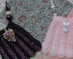 selects wool & flax: Beaded Knitting Pattern for Small Amulet Bag