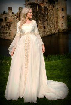 A celtic wedding gown, a dream! Medieval Costume, Medieval Dress, Medieval Clothing, Renaissance Wedding, Celtic Wedding, Pagan Wedding, Viking Wedding, Geek Wedding, Irish Wedding