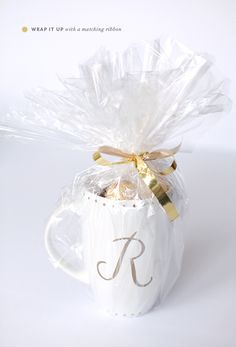 DIY   monogrammed gold sharpie mugs - PINEGATE ROAD Decorate with Sharpie. Bake 425 for 30 min. Let cool in oven.