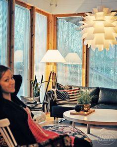 blinds, norm 69 and & black sofa - lampa Norm wygląda świetnie :) - dostępna w FabrykaForm.pl