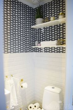 Downstairs Toilet, Small Bathroom, Toilet Paper, Sweet Home, Bathtub, Home Decor, Homes, Small Shower Room, Standing Bath