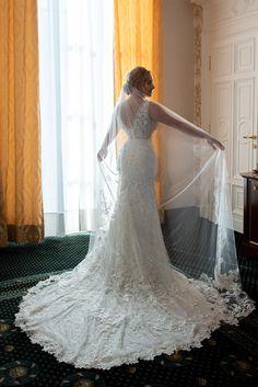 Wedding Dress Train, Wedding Dresses, Bride Veil, Bride Portrait, Lace Dress, Mermaid, Portraits, Fashion, Bride Dresses