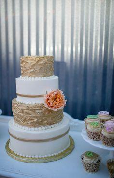Wedding cake vintage decor by rent my dust vintage rentals dallas