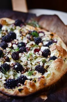 squaremeal:    (via Bon Appetit! - Vegetarian Delights / Food Matters Project: Savory Blackberry Fennel Pizza | scaling back)