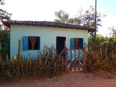 casa azul com cortina de fuxicos, Milho Verde, MG #milhoverde #minasgerais Todos os direitos reservados ateliê cristiana guimarães, 2015
