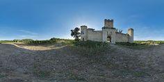 Façade du château de Budos  -  France © Pascal Moulin