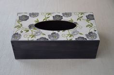 Agulkowy Świat Tissue Box Covers, Tissue Boxes, Bathroom Canvas Art, Decoupage, Diy And Crafts, Arts And Crafts, Kleenex Box, Wooden Art, Shabby Chic