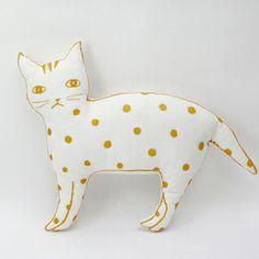 Cat pillow by Le Train Fantome Crazy Cat Lady, Crazy Cats, Stuffed Animals, Kitsch, Muñeca Diy, Gatos Cat, Cat Pillow, Cat Crafts, Fabric Dolls