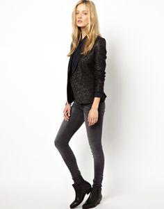 -A black blazer with a twist  The Kooples veste de tailleur pantalon.