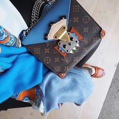Marcas que perduran en el tiempo: Louis Vuitton A punta de posicionamiento, segmentación e investigación de mercado. O como quien dice, mero marketing clásico. Sí, aquel que tendría entre otros, el guiño aprobatorio del mismísimo Philip Kotler.