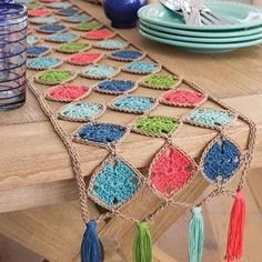 Crochet Granny Square Ideas LOVING this crochet table runner! Easy to figure out pattern. Granny Squares connected together! Annie's Crochet, Crochet Motifs, Crochet Granny, Crochet Gifts, Crochet Doilies, Crochet Flowers, Crochet Patterns, Crochet Ideas, Afghan Patterns