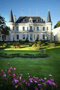 Chateau Palmer in Bordeaux, France Beautiful Castles, Beautiful Buildings, Beautiful World, Beautiful Places, Chateau Bordeaux, French Castles, Château Fort, Ville France, Castle Ruins