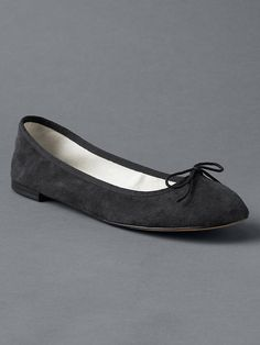 product photo Stylish Shoes For Women, Clothes For Women, Spring Maternity, Boss Lady, Minimalist Fashion, Ballet Flats, My Style, Heels, Gap