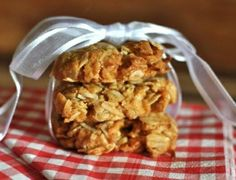 Sugar Free ANZAC Biscuits >> I Quit Sugar ~ These sugar-free Anzac biscuits taste exactly the same as the sugar and golden syrup variety but with no fructose, which means you can have more than one. I would try this with date paste Sugar Free Baking, Sugar Free Treats, Sugar Free Desserts, Sugar Free Recipes, Sweet Recipes, Snack To Go, Healthy Sweet Treats, Healthy Snacks, Healthy Deserts