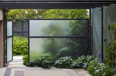 patio . translucent fencing . lutsko associates . photo: marlon brenner