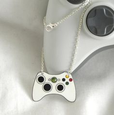 controller xbox 360  necklace?!? Sweet!