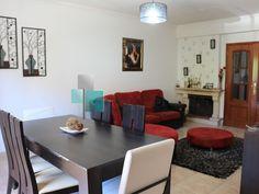 Apartamento T3 c/ terraço de 100m2 ao nível do 1ºandar, sala com lareira e varanda, cozinha c/ despensa e electrodomésticos, garagem fechada na cave c/ 20m2 e arrecadação no sótão. Aceita permuta por moradia na zona de Leiria. Venha visitar e deixe a sua proposta.  #novilei #apartamento #leiria #t3 #venda #permuta #imoveis #imobiliaria