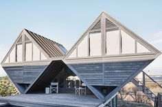 How a Strangely Shaped Summer House Revived One Artist's Practice - The New York Times Ny Times, New York Times, T Magazine, House Design, Westhampton Beach, Shit Happens, Architecture, House, Arquitetura