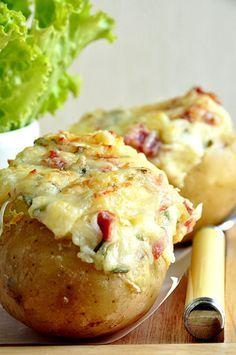 Baked potatoes au gratin in the county - easy recipe .- Baked potatoes au gratin in the county – easy recipe – Nathalie& cooking - Easy Dinner Recipes, Easy Meals, Easy Recipes, Potatoes Au Gratin, Baked Potatoes, Salty Foods, No Cook Meals, I Foods, Food Inspiration