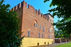 Castello di Cozzo ( Lomellina ) Cities In Italy, Walled City, Forts, Terra, Towers, Temples, Mount Rushmore, Palace, Villa