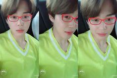 Jimin ❤ [BTS Trans Video Tweet] ㅋㅋㅋㅋㅋㅋㅋㅋㅋㅋ 김태형 안경아냐 ㅋㅋㅋㅋㅋㅋㅋㅋㅋㅋㅋㅋ #JIMIN  ㅋㅋㅋㅋㅋㅋㅋㅋㅋㅋ Kim Taehyung these aren't glasses ㅋㅋㅋㅋㅋㅋㅋㅋㅋㅋㅋㅋ #JIMIN (Jimin shhhh don't out Taehyung he already did that himself ㅋㅋㅋ) #BTS #방탄소년단