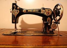 Vintage Singer sewing machine from circa 1925