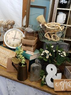 Let's Go Junkin': The Top 10 Booths At The Country Living Fair Columbus, Ohio 2017 Flea Market Displays, Flea Market Booth, Vintage Store Displays, Vintage Display, Flea Markets, Craft Booth Displays, Display Ideas, Antique Booth Ideas, Country Living Fair