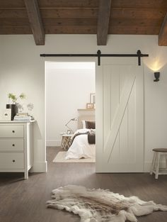 Rural CanDo sliding door with black metal sliding rail. Rural CanDo sliding door with black metal sliding rail. Attic Bedrooms, Bedroom Loft, Home Bedroom, My Ideal Home, Paint Colors For Living Room, Interior Barn Doors, New Room, Sliding Doors, Home Remodeling