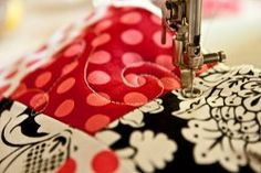 Free Motion #Quilting #Tutorial and #Video by Vanessa Goertzen from Lella Boutique