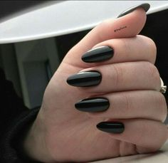 beautiful black nail polish designs everyone can do - nail design and nail art Nail Polish Designs, Nail Designs, Fun Nails, Pretty Nails, Glitter Nails, Faux Ongles Gel, Black Almond Nails, Long Black Nails, Short Nails