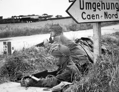British paratroopers near Caen in Normandy just after D-Day (ca. June Notice the German sign pointing toward Caen, and the glider visible on a field in the background. Both soldiers appear to be armed with Sten guns. Military Photos, Military History, Omaha Beach, D Day Normandy, Normandy Ww2, Parachute Regiment, Lance Corporal, D Day Landings, Cherbourg