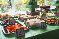Below are loads of ideas for hosting a fabulous Minecraft themed birthday party! Including games, activities and decorations. Minecraft Party Food, Minecraft Birthday Party, Minecraft Cake, Minecraft Ideas, Birthday Party At Home, 9th Birthday Parties, Birthday Party Games, 4th Birthday, Party Time