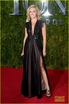 A Bird Pooped on Laura Bell Bundy at Tony Awards 2015!