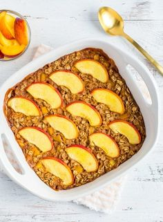 A healthy baked oatmeal recipe using one of my favorite summer fruits: peaches! Make ahead for meal prep or a weekend brunch. #bakedoatmeal #peach #mealprep #healthyrecipe #glutenfree #vegan