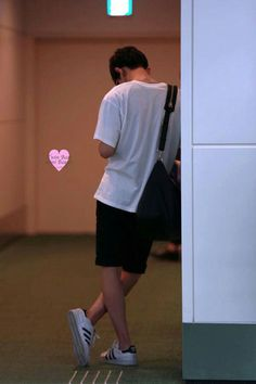 Chanyeol - 150704 Tokyo Airport, arrival from GimpoCredit: TwinBear miniBeagle. Korean Boys Ulzzang, Cute Korean Boys, Ulzzang Couple, Ulzzang Boy, Cute Boys, Parejas Goals Tumblr, Park Chanyeol Exo, Boy Photography Poses, Boy Pictures