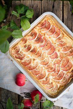 Omenapannukakku // Apple Pancake in the oven Food & Style Mika Rampa, Perinneruokaa prkl Photo Mika Rampa www. French Toast Waffles, Oven Pancakes, Sweet Pie, Baked Apples, Something Sweet, Sweet Treats, Yummy Food, Baking, Breakfast