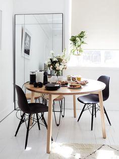 Pairing Black and Wood Features #homedecor #Interiordesign