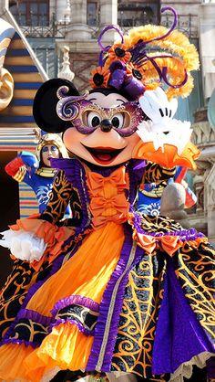masquerade / Mysterious Masquerade / Disney Halloween / To… Disneyland Parade, Parc Disneyland Paris, Tokyo Disneyland, Disney Fan, Cute Disney, Disney Parks, Disney Bound, Disney World Halloween, Disneyland Halloween