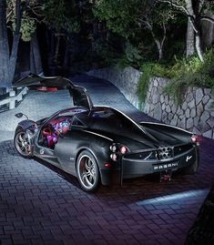 Cruising Streets of Miami In $2 Million Pagani Huayra. Hit the pic to see this epic #supercar video!