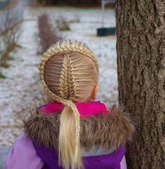 Suspended infinity braid framed by a dutch braid . . . . . .  #braid #braids #braided #instabraid #braiding #braidideas #braidsforgirls #flette #flechten #vlechten #letti #plait #peinado #tresse #trenza #hair #hairdo #hairstyle #hairpics #hairpost #hairinspo #hairideas #hairofinstagram #hairoftheday #pretty #winter #vinter