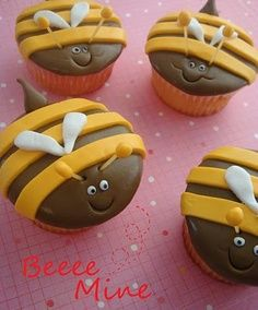 bee cupcakes #cupcakes #cupcakeideas #cupcakerecipes #food #yummy #sweet #delicious #cupcake
